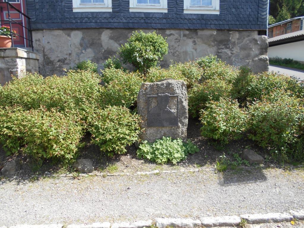 Gedenkstein am Geburtshaus von Dr. Ernst Anschütz