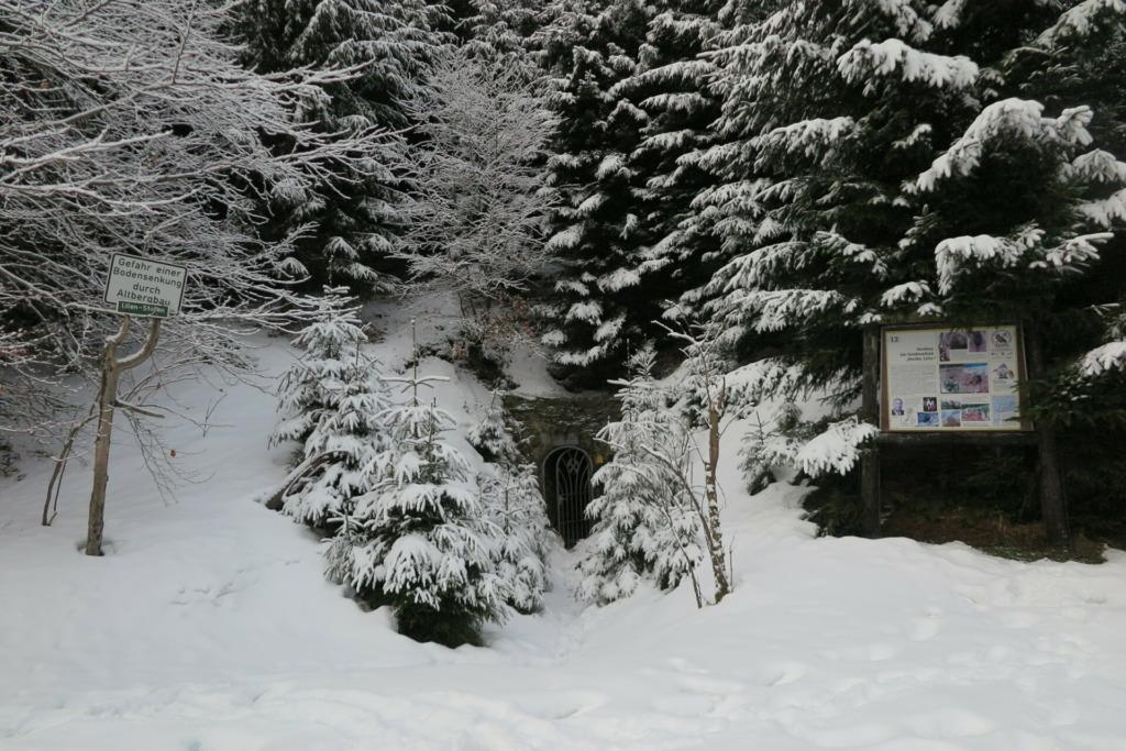 Bergbauwanderweg im Pochwerksgrund im Winter