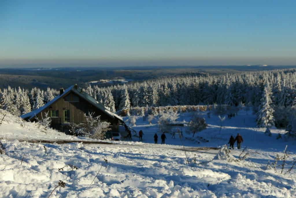 Gehlberger Hütte mit Winterpanorama