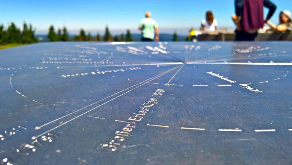 Himmelsscheibe zur Orientierung auf dem Gipfelplateau des Schneekopfes