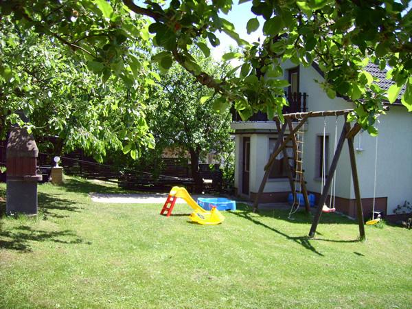 Zimmer Lutz Sauer - Spielplatz im Garten