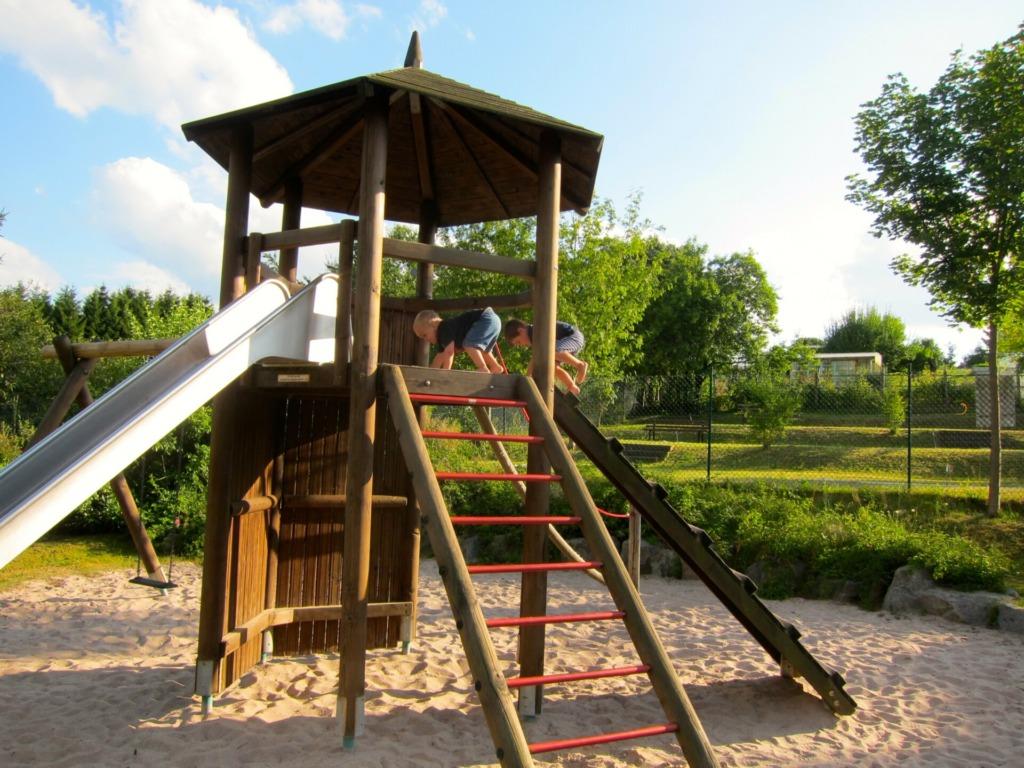 Spielplatz an der Minigolf-Anlage in Goldlauter-Heidersbach