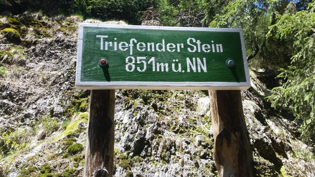 Triefender Stein